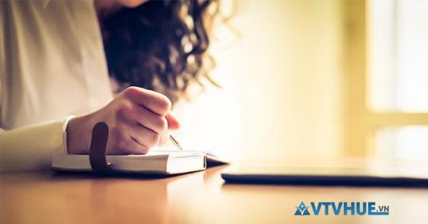 Biên tập là biên soạn, góp ý kiến với tác giả, kiểm tra những sai sót của bản thảo tài liệu