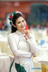 BTV thời sự Minh Trang trong tà áo dài!